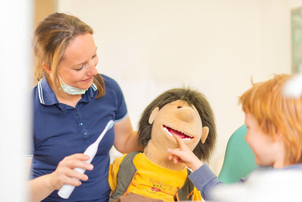 Zahnarztpraxis Schiefbahn - Kinder Zahnputzschule mit Paul